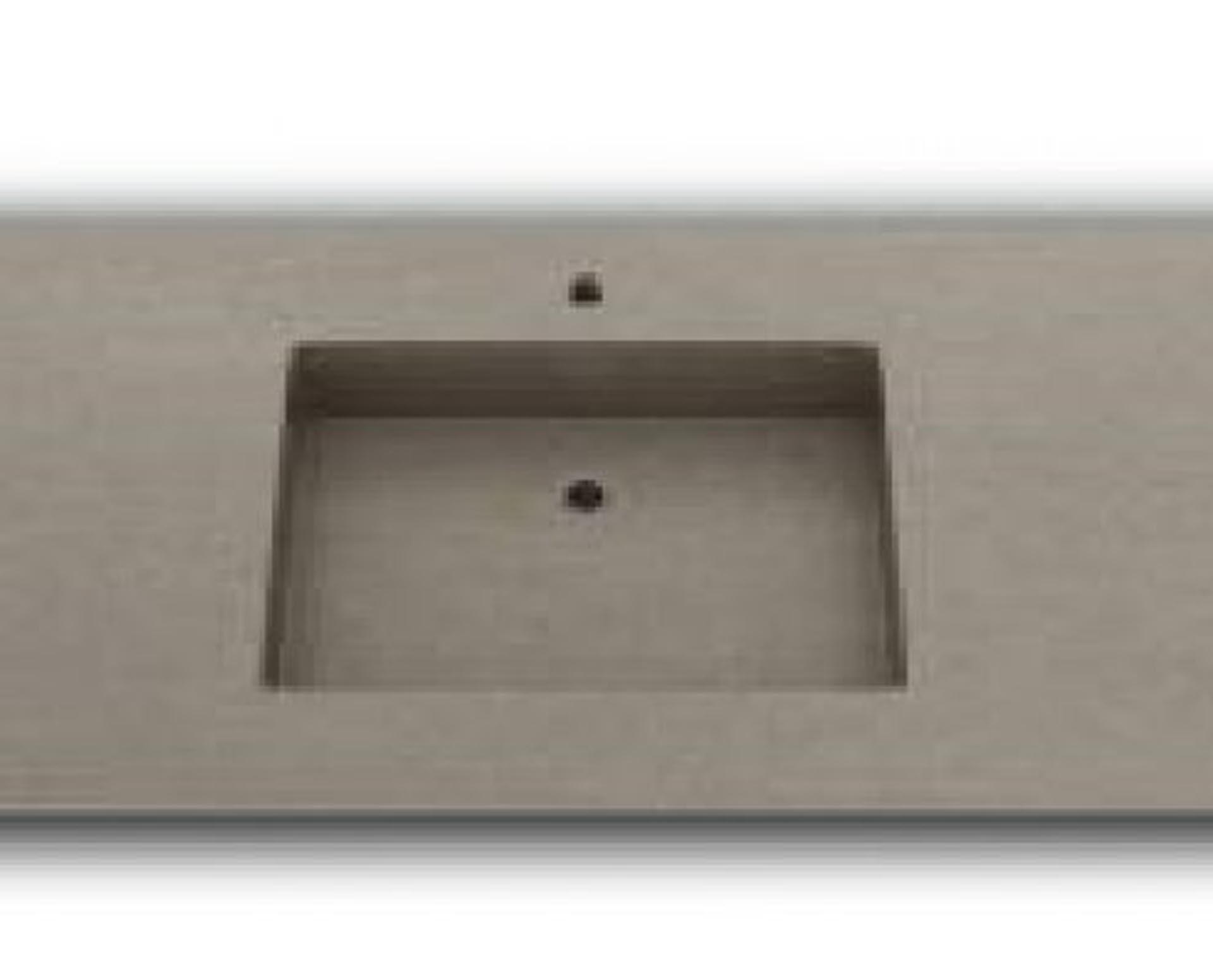 Lækker og simpel beton håndvask, med pæne afrundinger. Farven er i grå - en fantastik flot, moderne og naturlig betonfarve, der passer ind i ethvert badeværelse. Materialet er en kombination af komposit, fiber og beton, dette gør, at vasken er væsentlig stærkere end normal beton. Beton tåler ikke stærke rengøringsmidler, eller syreholdige produkter. Vi anbefaler derfor at vasken rengøres i pH neutralt rengøringsmiddel. Vasken har målene: 123,2 x 54,5 x 3 cm. Vasken kan bruges som fritstående vask - da vasken er flad i bunden er den velegnet til at placere direkte på en bordplade. Vasken er hensynsmæssigt designet med fine rundinger, som både giver vasken et eksklusivt udtryk og gør den rengøringsvenlig. Vasken vedligeholdes med voks - vi anbefaler en behandling med vores egen naturvoks ID12002 et par gange om året for at opnå optimalt look.
