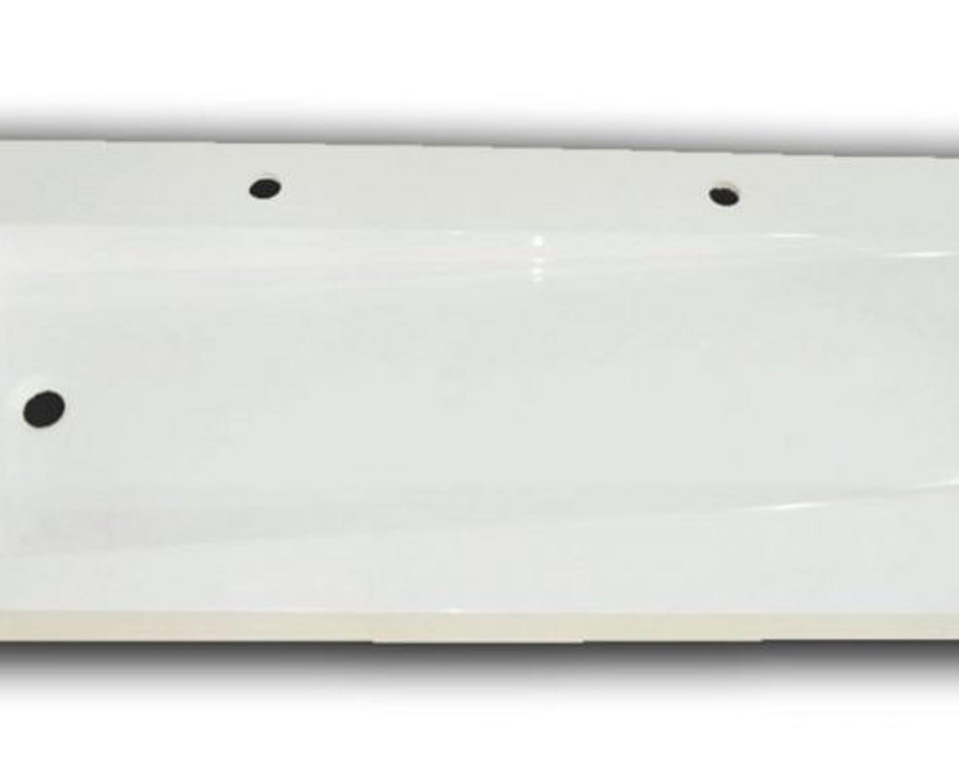 Flot designhåndvask i Kunstmarmor (Top-Solid). Vasken er lavet i hvid højglans komposit, som gør den meget nem at holde ren. Vasken har målene: 141 x 54 x 10 cm. Vasken tåler alle former for rengøringsmidler. Vasken kan bruges som fritstående vask - da vasken er flad i bunden er den velegnet til at placere direkte på en bordplade. Vasken er hensynsmæssigt designet med fine rundinger, som både giver vasken et eksklusivt udtryk og gør den rengøringsvenlig. Vasken vedligeholdes med voks - vi anbefaler en behandling med vores egen naturvoks ID12002 et par gange om året for at opnå optimalt look.