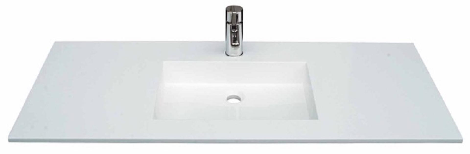 Flot designhåndvask i Kunstmarmor (Top-Solid). Vasken er lavet i hvid højglans komposit, som gør den meget nem at holde ren. Vasken har målene: 123,2 x 50,5 x 1,7 cm. Vasken tåler alle former for rengøringsmidler. Vasken skal stå på et skab. Køb et af vores tre slags åbne ophæng til slimlinevaske eller se vores guide til hvilket skab, der passer til og hvor du kan købe det. Vasken er hensynsmæssigt designet med fine rundinger, som både giver vasken et eksklusivt udtryk og gør den rengøringsvenlig. Vasken vedligeholdes med voks - vi anbefaler en behandling med vores egen naturvoks ID12002 et par gange om året for at opnå optimalt look.