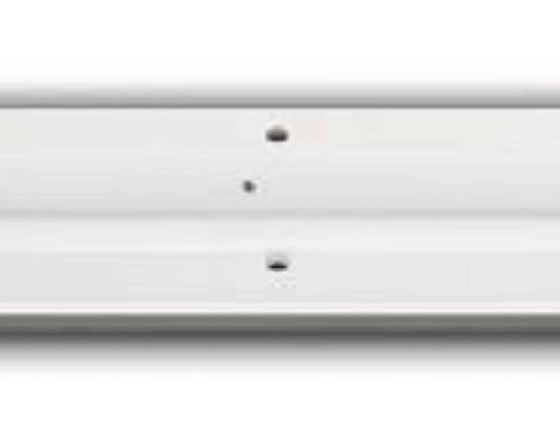 Flot designhåndvask i Kunstmarmor (Top-Solid). Vasken er lavet i hvid højglans komposit, som gør den meget nem at holde ren. Vasken har målene: 120,5 x 35,5 x 10 cm. Vasken tåler alle former for rengøringsmidler. Vasken kan bruges som fritstående vask - da vasken er flad i bunden er den velegnet til at placere direkte på en bordplade. Vasken er hensynsmæssigt designet med fine rundinger, som både giver vasken et eksklusivt udtryk og gør den rengøringsvenlig. Vasken vedligeholdes med voks - vi anbefaler en behandling med vores egen naturvoks ID12002 et par gange om året for at opnå optimalt look.